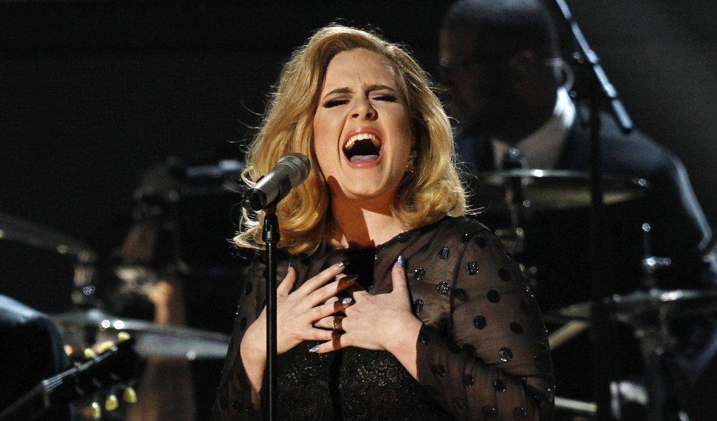 Adele supera vendas de Michael Jackson no Reino Unido