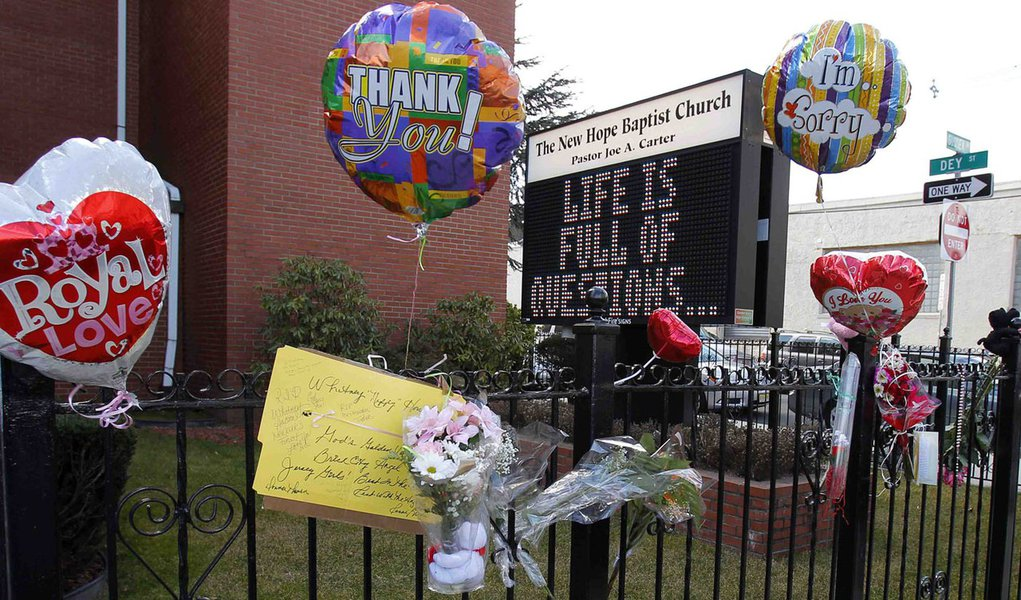 Resultado de autópsia de Whitney pode levar semanas