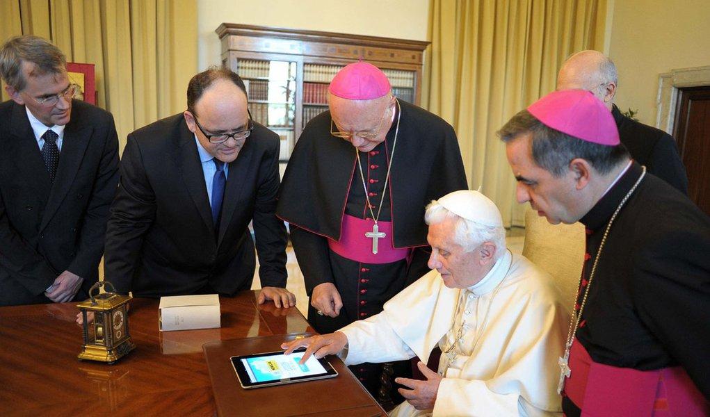 Papa prepara sua conta pessoal no Twitter