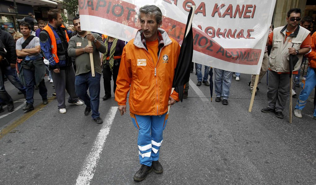 Zona do Euro vota hoje ajuda à Grécia