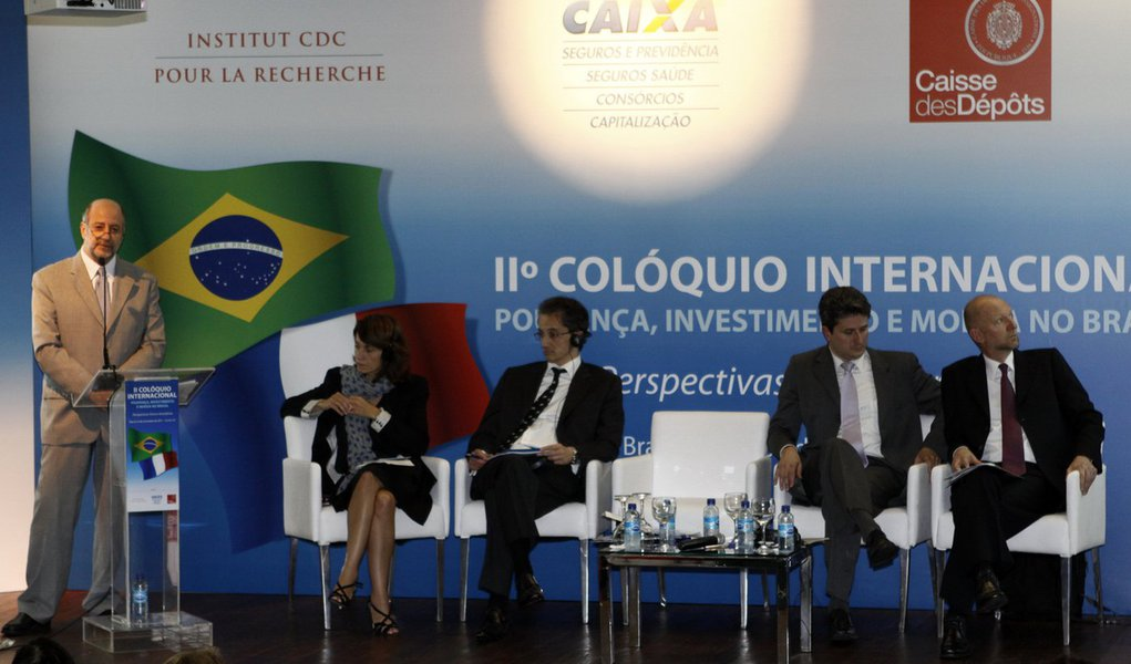 """Caixa Econômica"" francesa alerta Brasil para investimento"