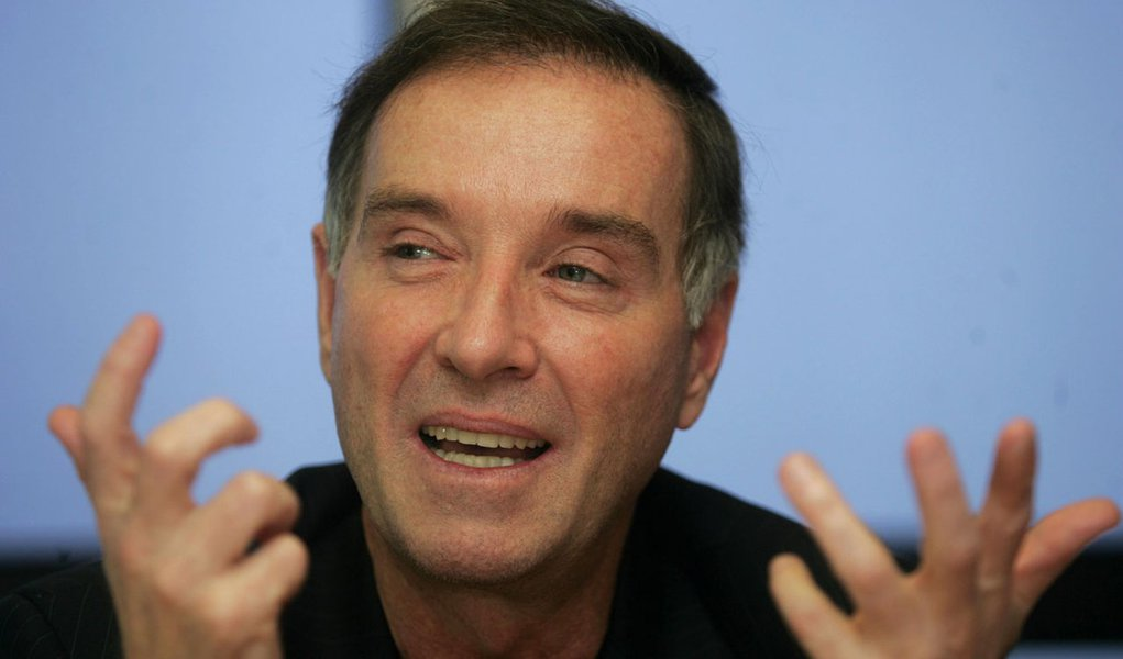 "Eike acha ""mini-pré-sal"" e banca Bruno Senna na F1"