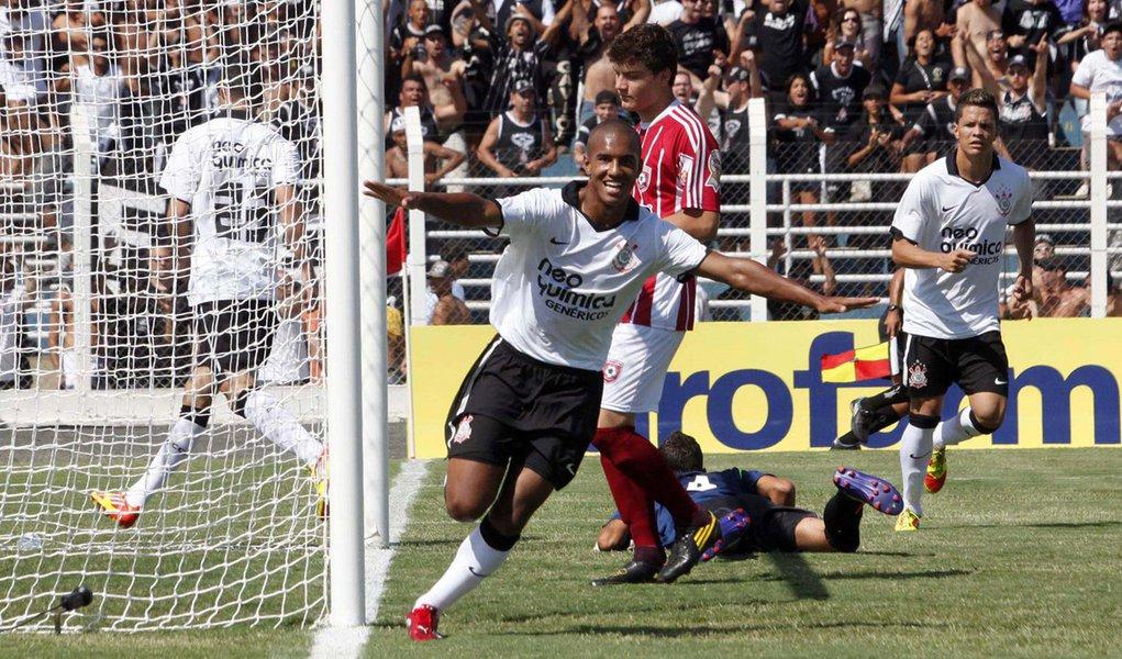 Corinthians vence na Copinha, mas perde liderança