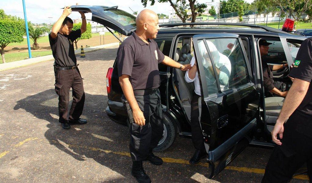 PF prende quadrilha que jogava droga de aviões