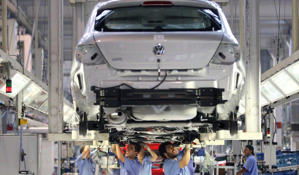 Decisão sobre fábrica da Volks só em dezembro