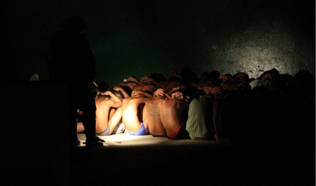 Rebelião deixa três internos mortos na Funase