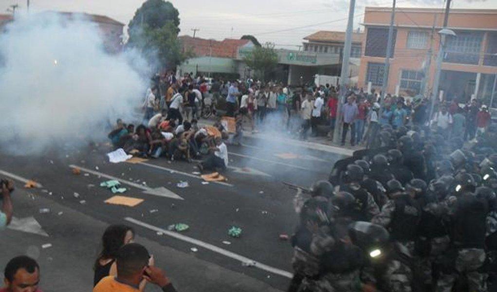 Protesto de passageiros vira confronto no Piauí