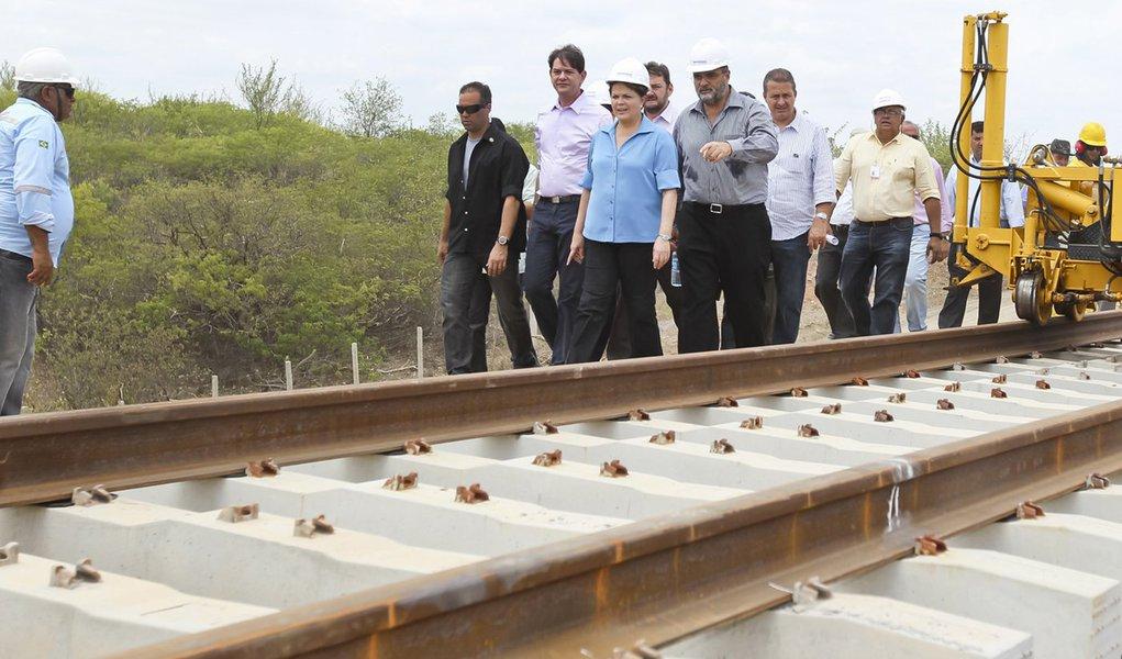Dilma volta a cobrar metas