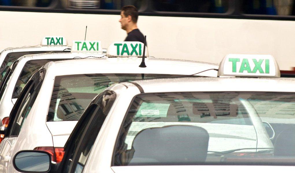 Foliões denunciam taxistas durante o Carnaval