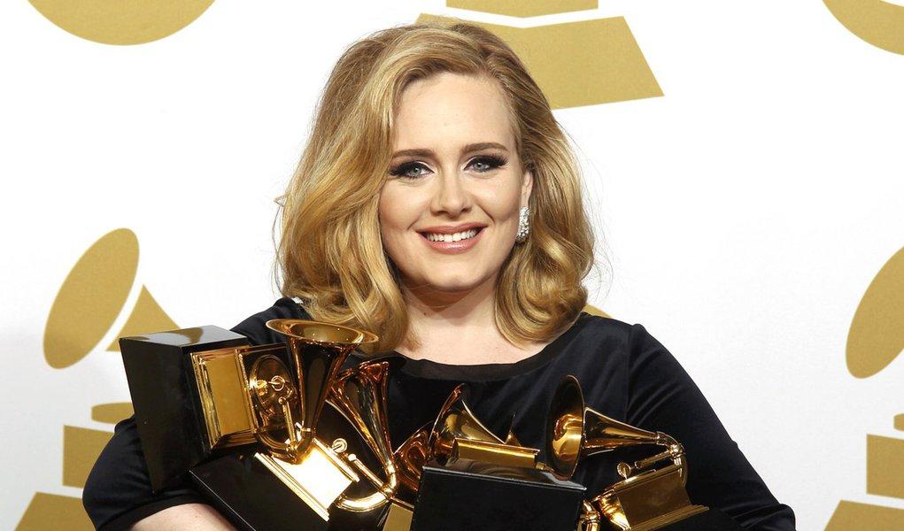 Adele brilha na premiação do Grammy 2012