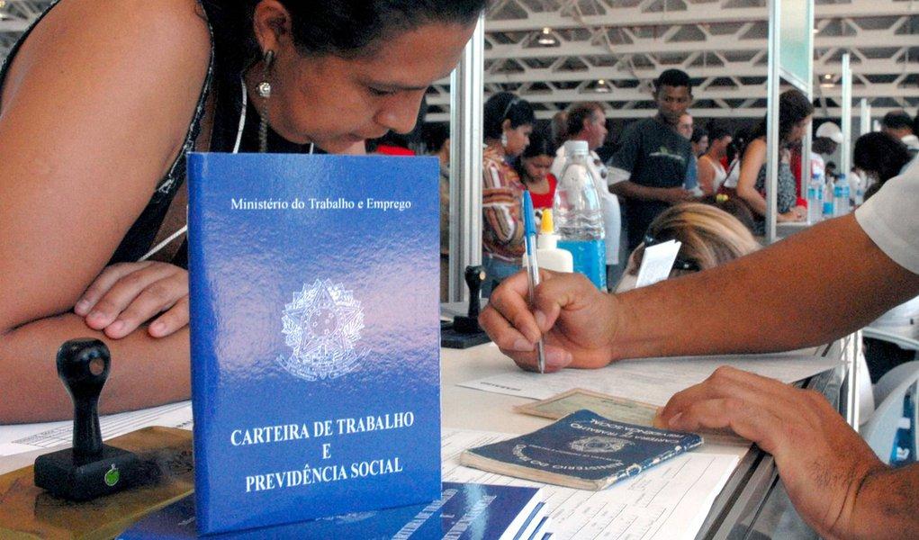 Valor do seguro-desemprego aumenta quase R$ 100