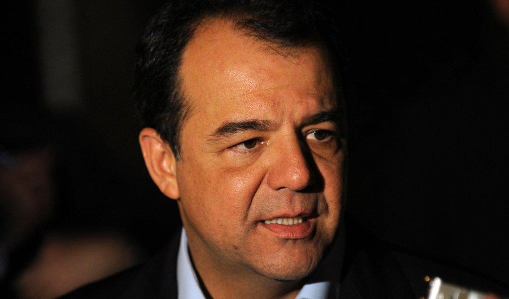 Cabral acerta com Dilma uso de forças federais no Rio