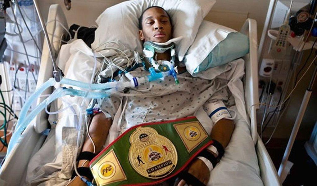 MMA deixa jovem tetraplégico. Vale o lucro?