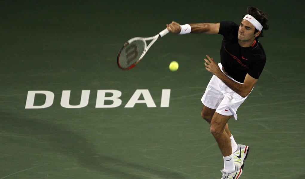 Federer arrasa Llodra em estreia no Torneio de Dubai
