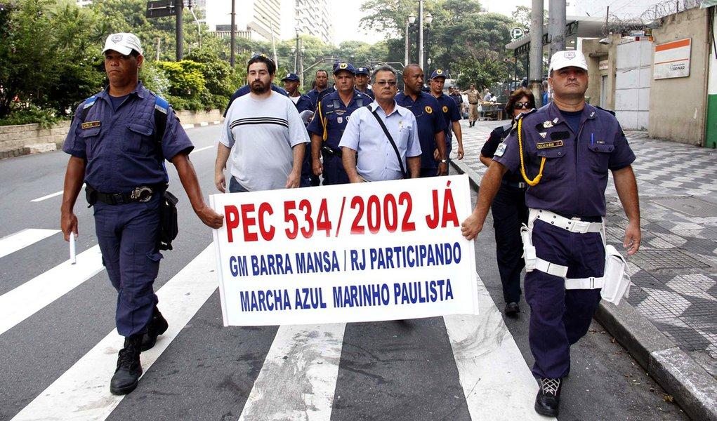 Guarda civil metropolitana faz passeata em São Paulo