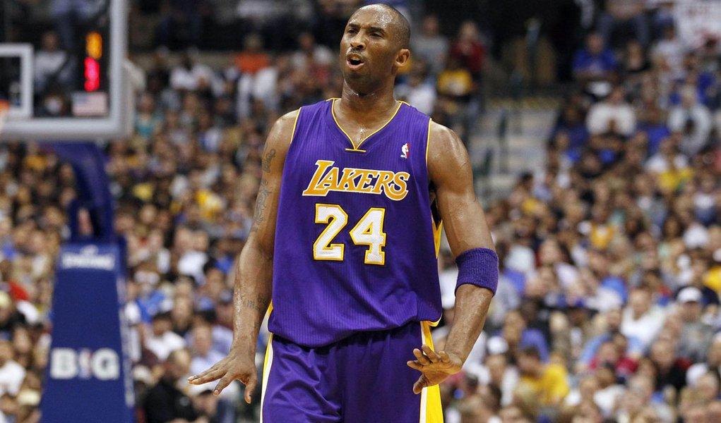 Com máscara, Bryant lidera vitória do Lakers na NBA