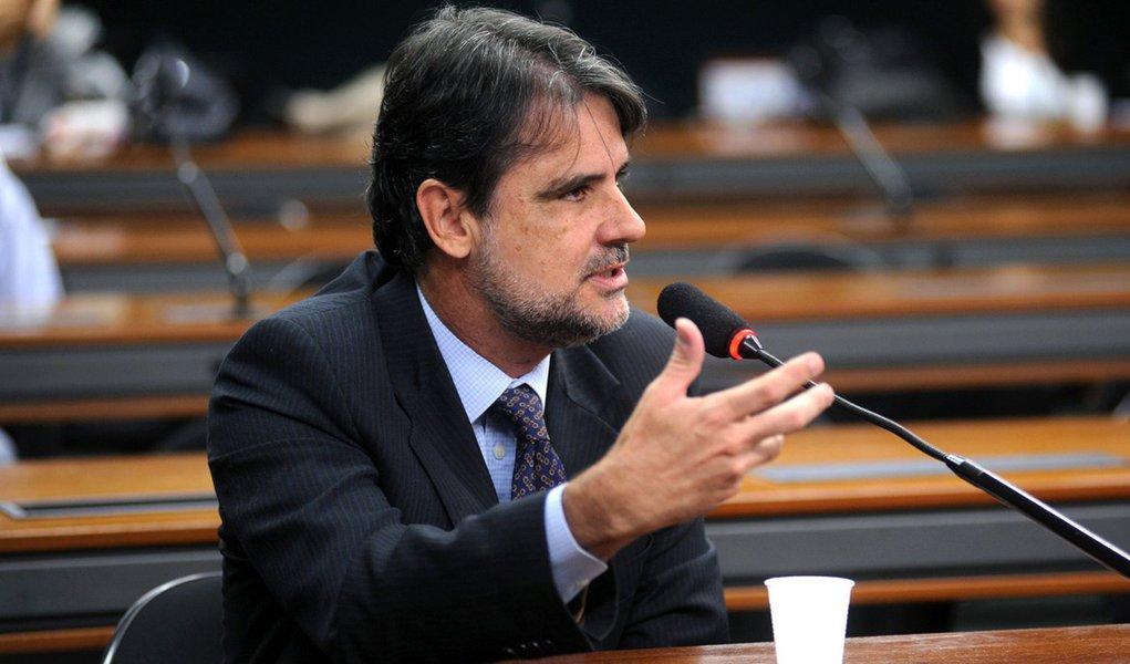 Deputado diz que governo Dilma despreza o PMDB