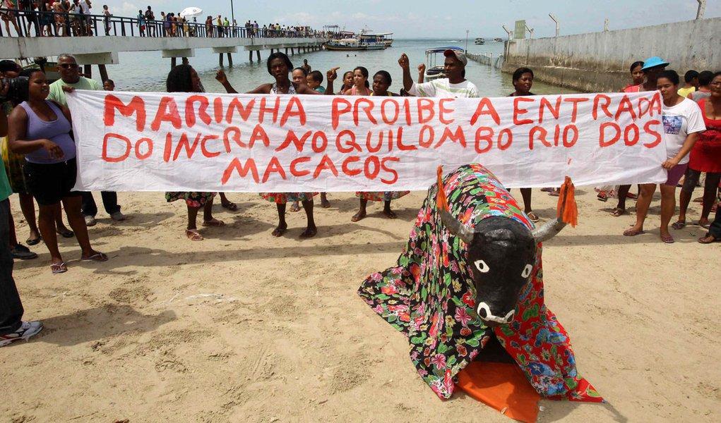 Marinha assedia e ameaça comunidade na Bahia