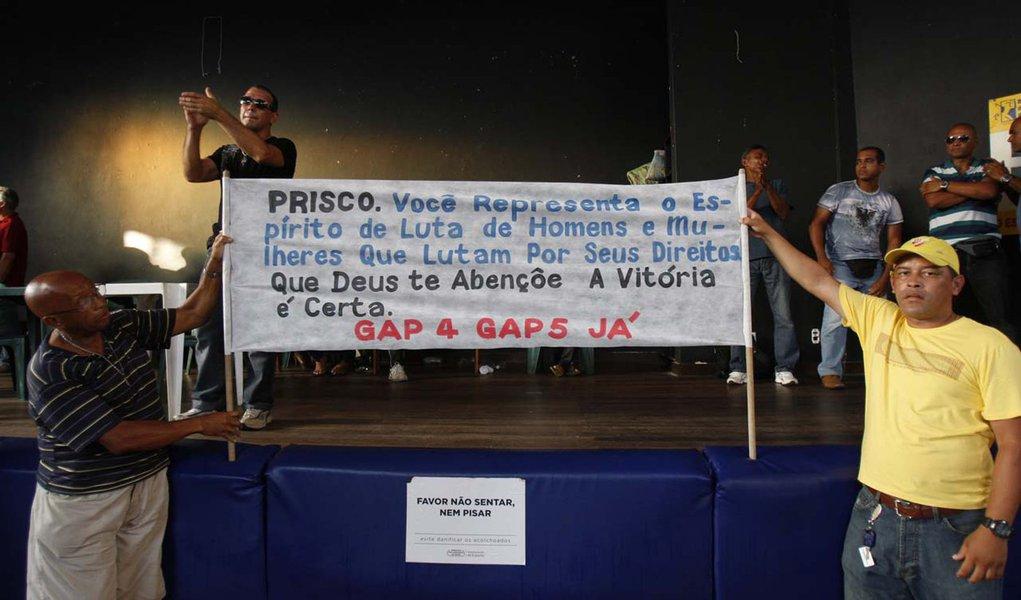 Após punições, greve da PM na Bahia perde força