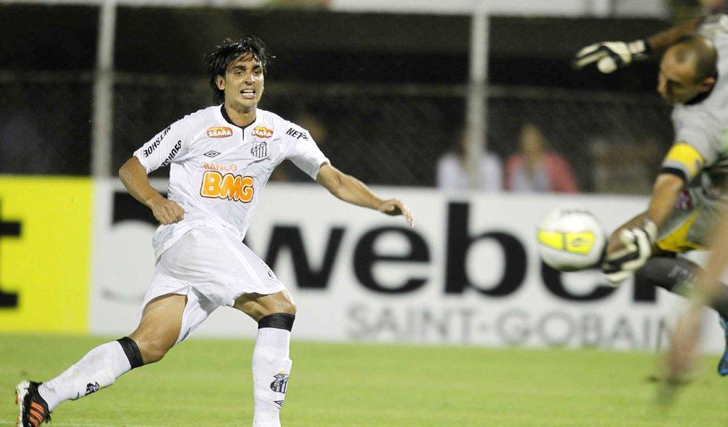 Com reservas, Santos goleia Linense e sobe na tabela