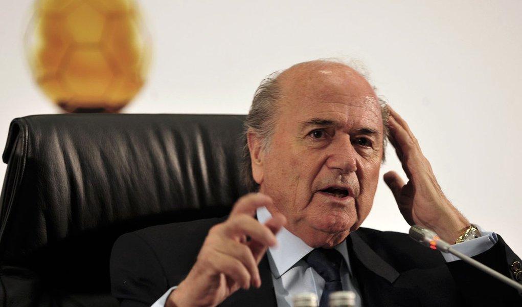 Blatter pedirá desculpas pessoalmente