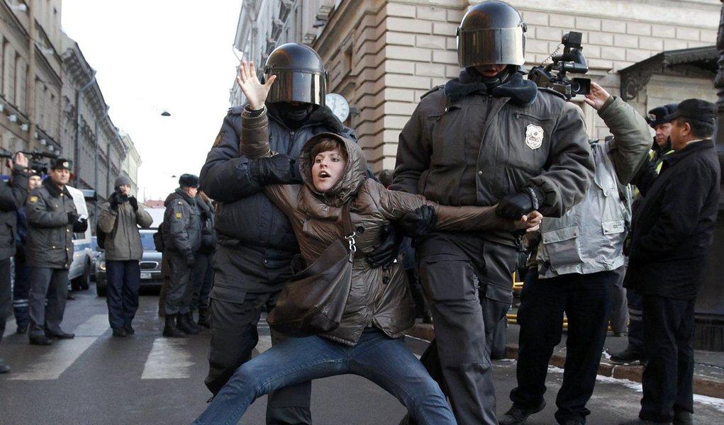 Manifestantes pedem nova eleição após vitória de Putin