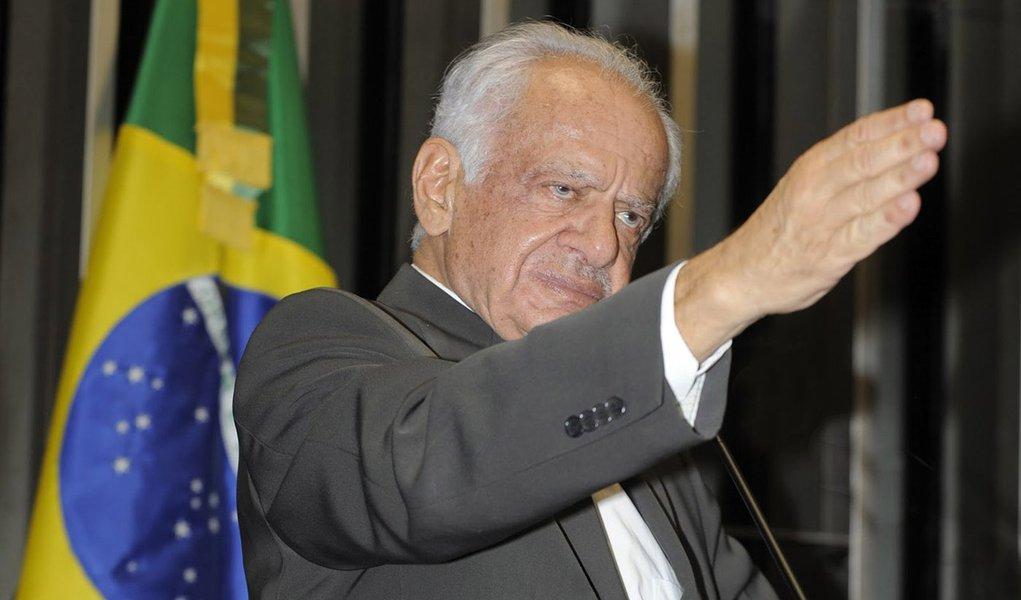 """Pedro Simon: Haddad é """"belo rapaz"""" sem história"""