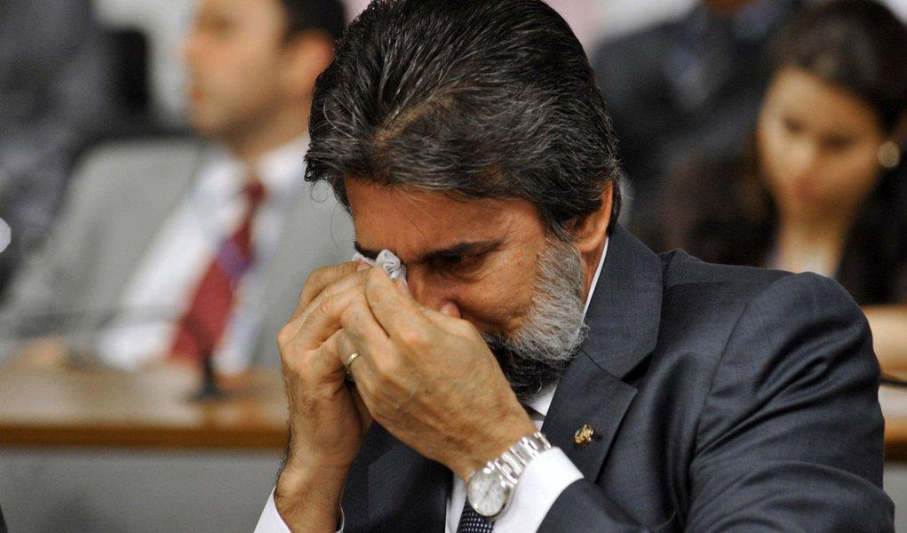 Ao falar de rodovia, presidente do PMDB chora no Senado