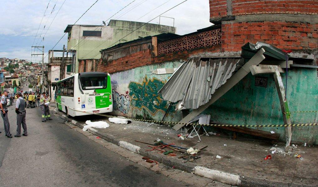 Acidente com micro-ônibus deixa dois mortos em SP