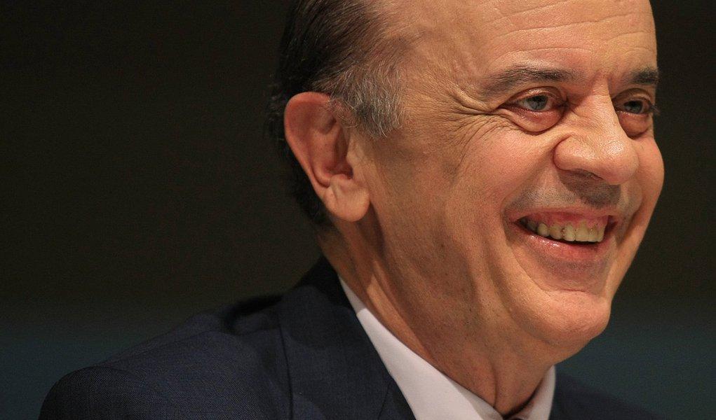 Serra vem aí: Aníbal chia, Andrea alisa, Bruno se cala