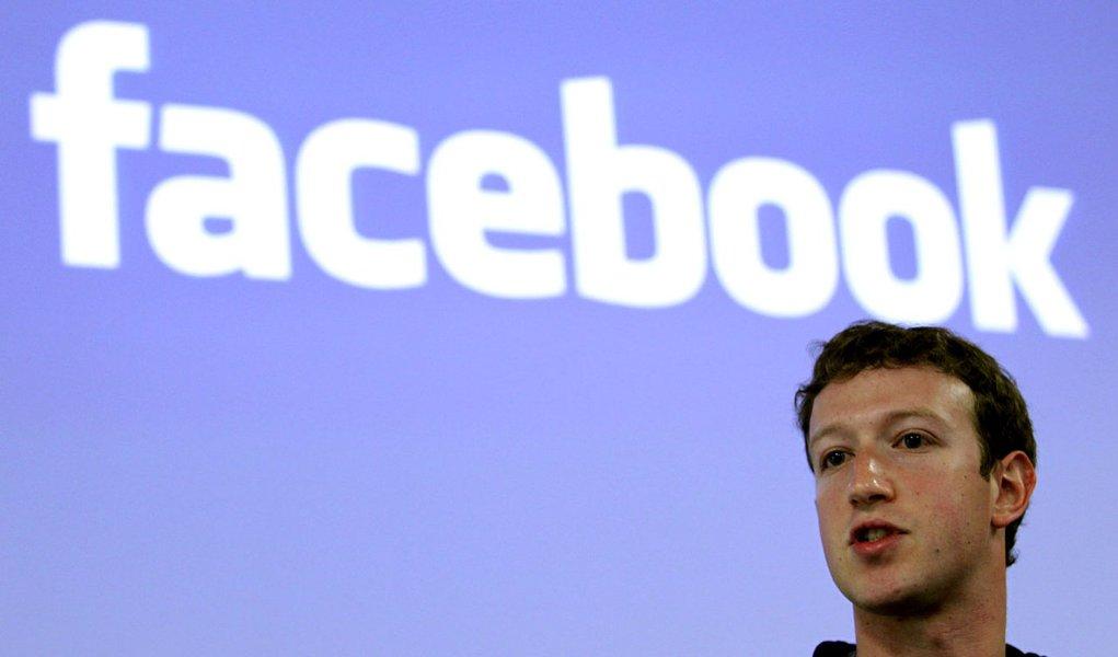 As ações caem, Zuckerberg se diverte