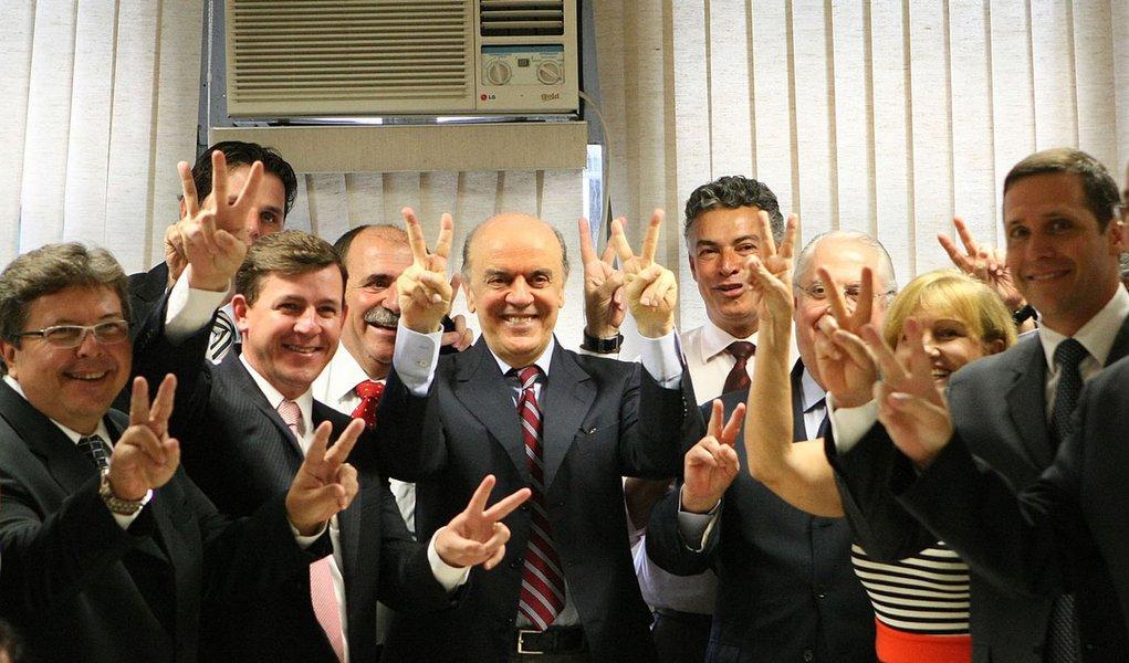 Bancada estadual do PSDB anuncia apoio a Serra