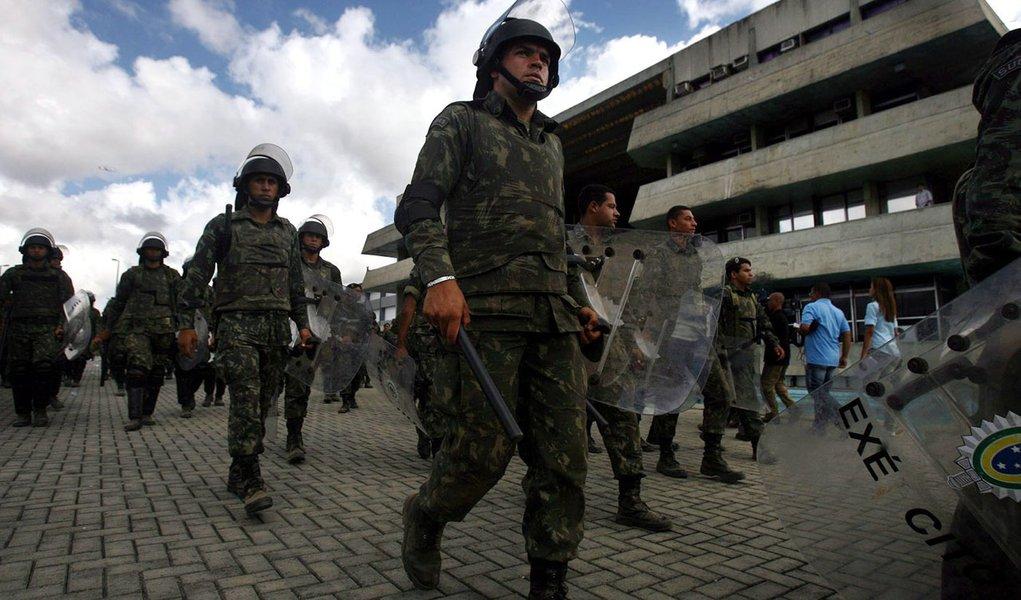 Sem acordo, PMs da Bahia optam por manter greve