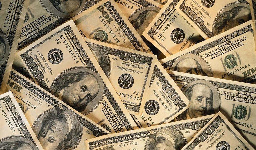 Governo divulga nova medida contra baixa do dólar