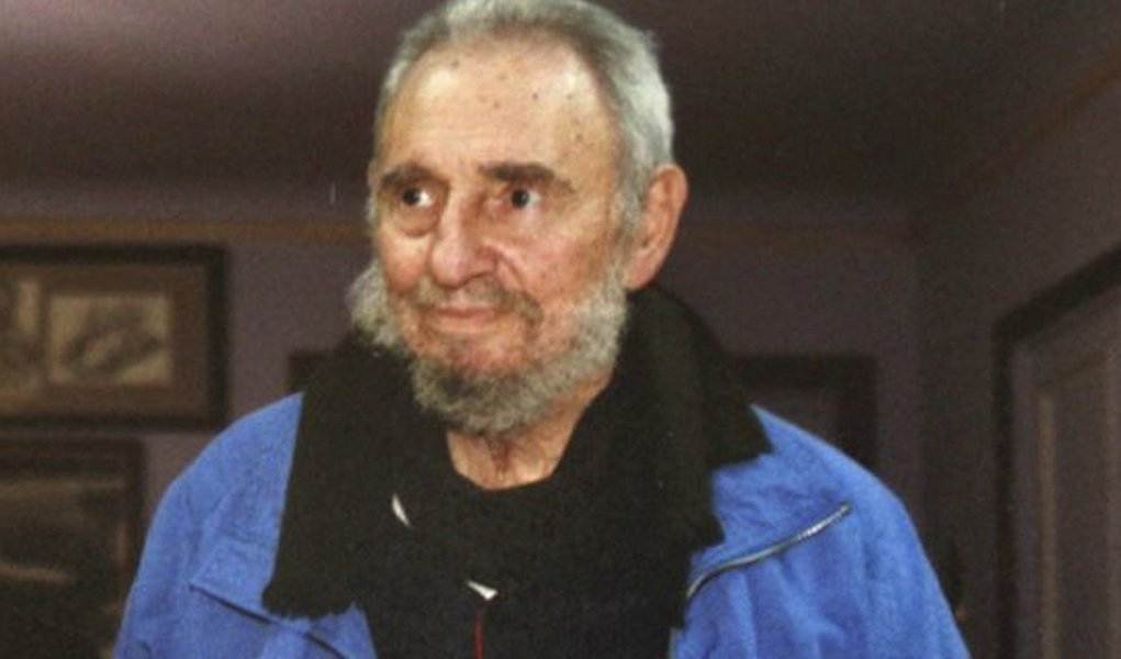 Grã-Bretanha deve deixar Malvinas, diz Fidel