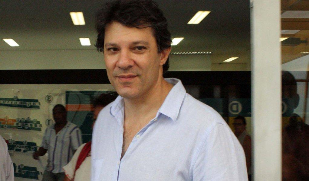 Haddad se diz 'tranquilo' sem Kassab e contra Serra