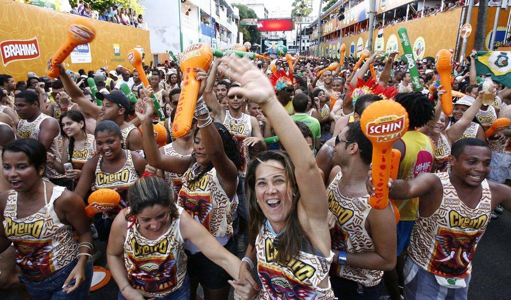 Greve da PM prejudicou venda de abadás em Salvador
