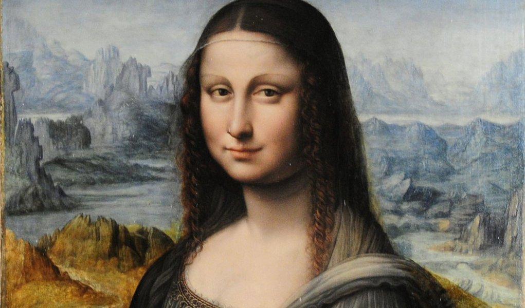 Espanhóis apreciam cópia de Mona Lisa