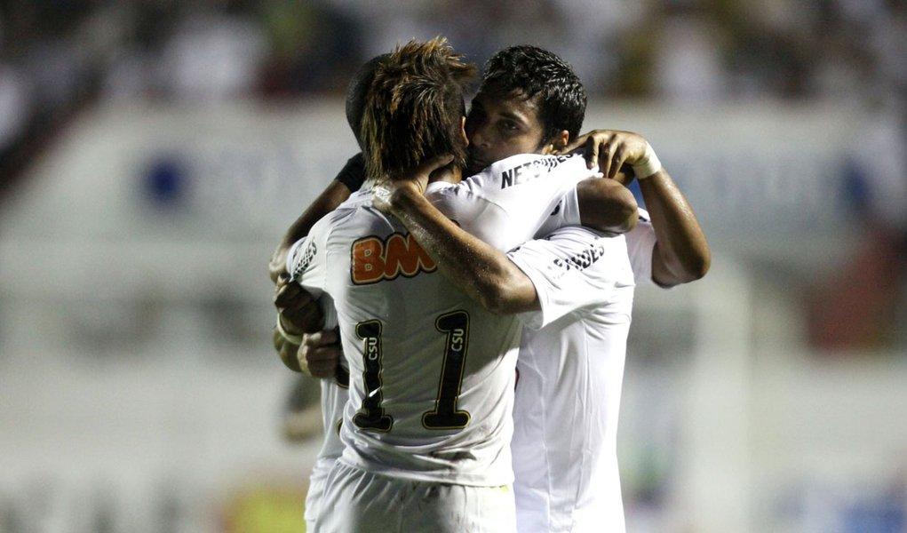 Santos bate Comercial e conquista 4.ª vitória seguida