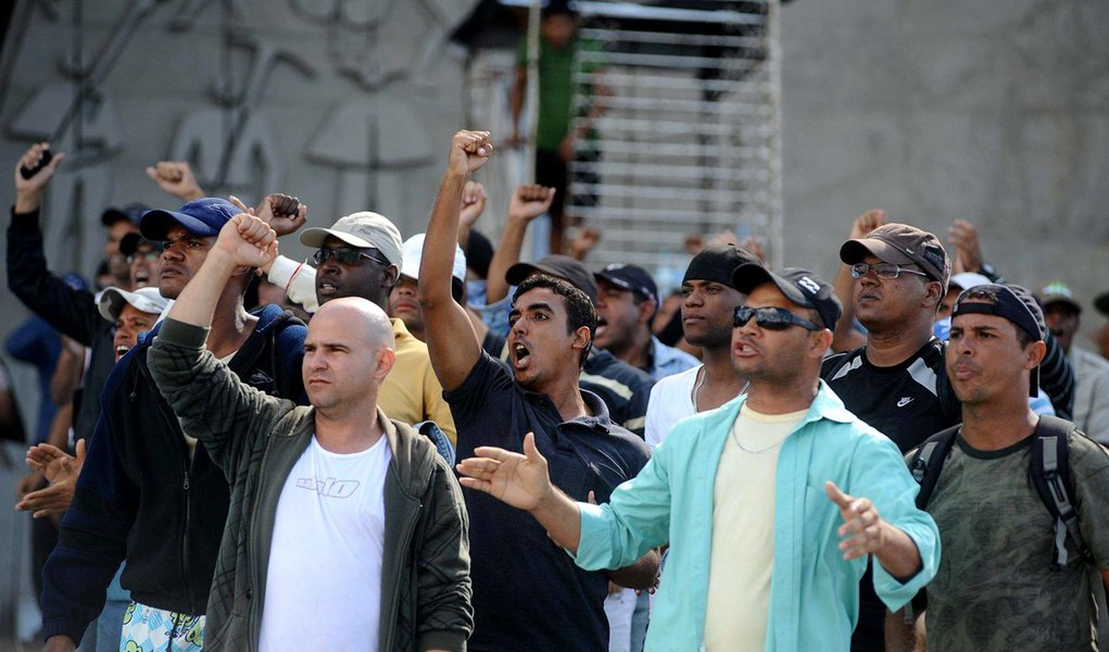 PMs de 8 Estados ameaçam entrar em greve