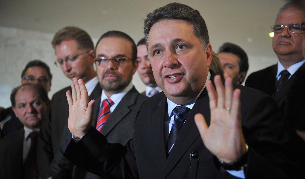 Garotinho pego em grampo incitando PMs contra o Rio