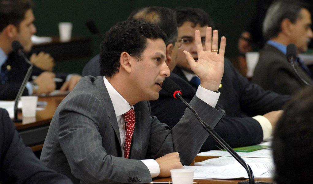 Retração do PIB: líder tucano vê culpa do governo