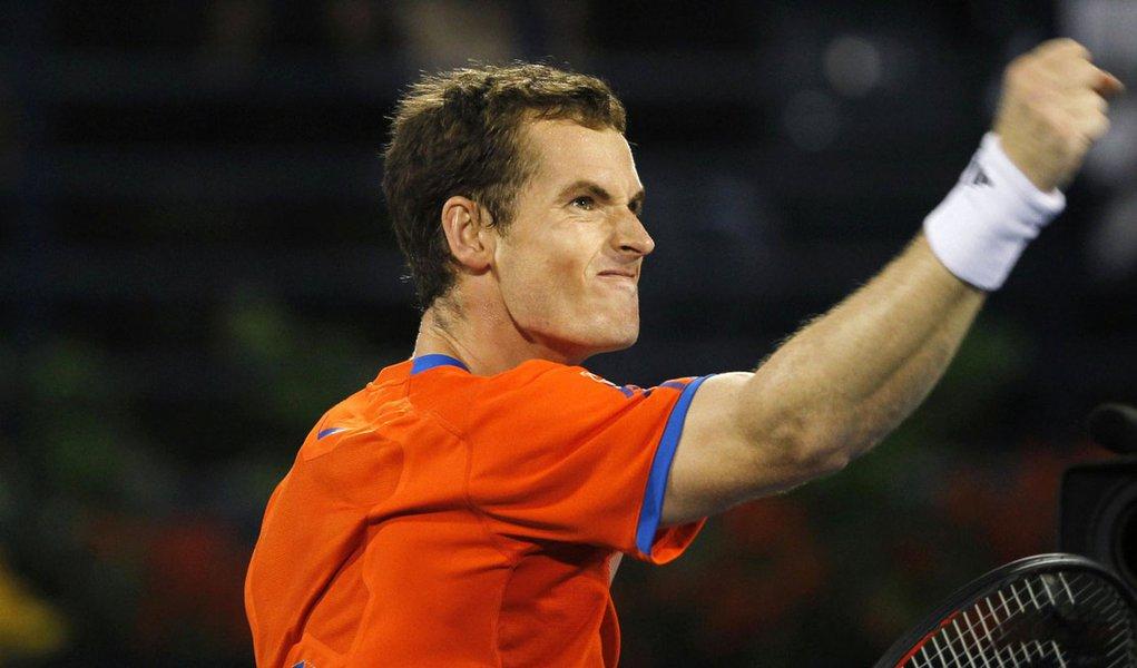Murray vence Djokovic e se garante na final em Dubai