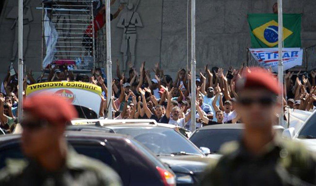 Bahia tem nono dia de greve e clima fica mais tenso