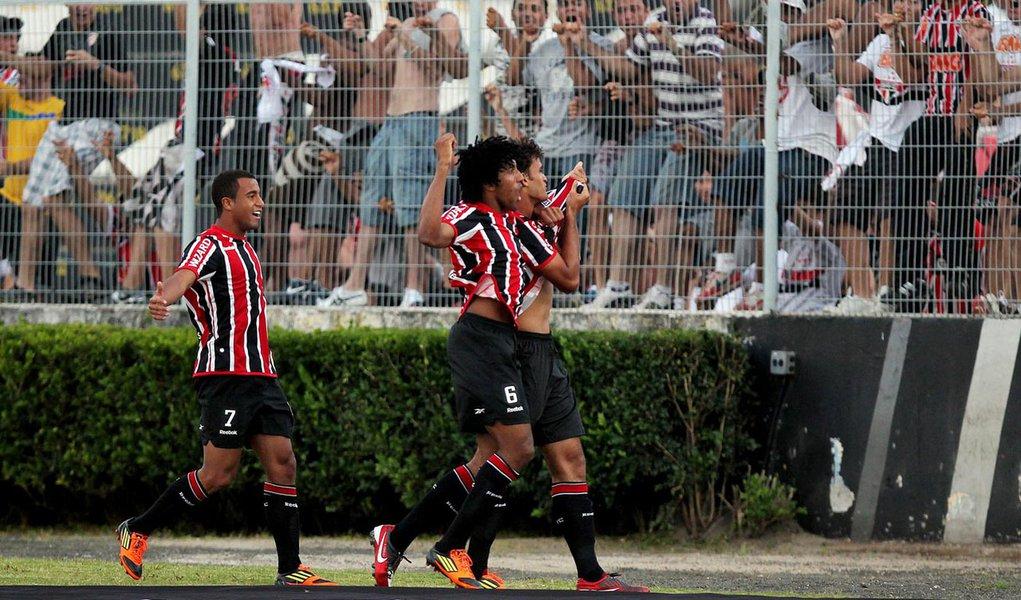São Paulo vence por 3 a 1 a Ponte e assume liderança do Paulistão