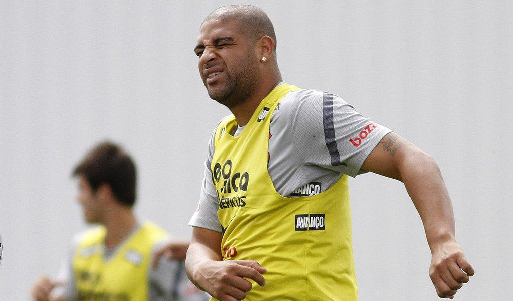 Adriano entra na lista do Corinthians para Libertadores