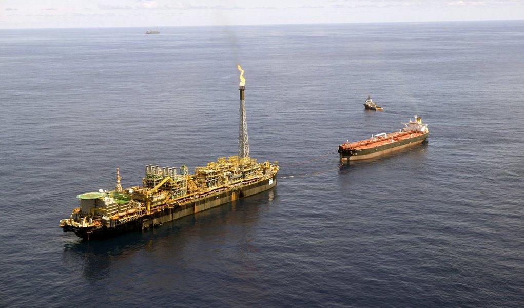 Petrobras conclui limpeza de vazamento da P-43