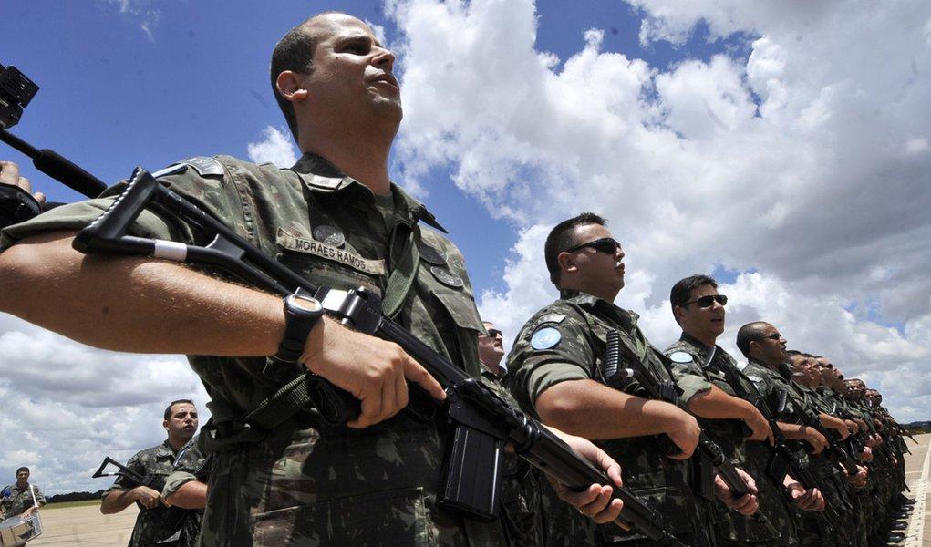 Militares lançam carta aberta contra o governo