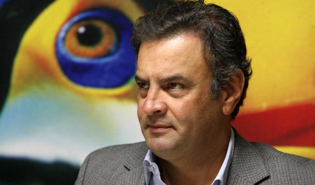 Aécio quer convencer PSB a apoiar Serra em SP