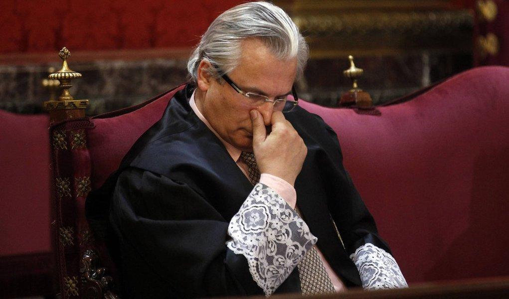 Corte Suprema da Espanha absolve juiz Baltasar Garzón